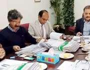 لاہور: ایگزیکٹو ڈائریکٹر لاہور آرٹس کونسل الحمرا اطہر علی خان کی زیر ..