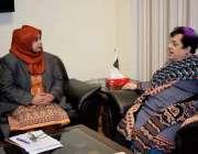 اسلام آباد: وفاقی وزیر برائے انسانی حقوق شیرین مزاری سے آمنہ مسعود ..