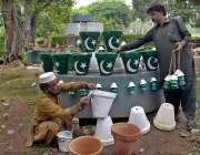 لاہور: جشن یوم آزادی کی آمد کے موقع پر جیلانی پارک میں رکھے گئے گملوں ..