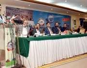 کراچی: وفاقی وزیر ریلوے شیخ رشید احمد کراچی چیمبر آف کامرس کے ممبران ..