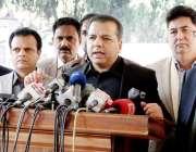 لاہور: صوبائی وزیر سکولز ایجوکیشن مراد راس پنجاب اسمبلی کے احاطہ میں ..