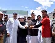 چترال: وزیر اعلیٰ خیبر پختونخوا محمود خان شندور میلے کے اختتامی روز ..
