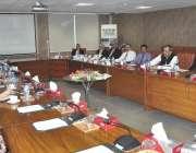 اسلام آباد: وفاقی وزیر برائے نجکاری اور محمد میاں سومرو اور چیئرمین ..
