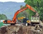اسلام آباد: ہیوی مشینری کے ذریعے امبیسی روڈ کا تعمیراتی کام جاری ہے۔