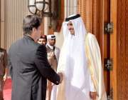 دوحہ: امیر قطر شیخ تمیم بن حمدالثانی دیوان امیری پہنچنے پر وزیر اعظم ..