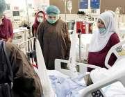 لاہور: چیئرپرسن پنجاب ویمن پروٹیکشن اتھارٹی فاطمہ چدھڑ میو ہسپتال ..
