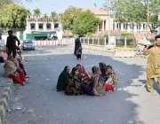 لاہور: لیڈی ہیلتھ ورکرز نے اپنے مطالبات کے حق میں مال روڈ پر دھرنے کے ..