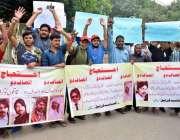 لاہور: بیدیاں روڈ کے رہائشی اپنے مطالبات کے حق میں احتجاج کر رہے ہیں۔