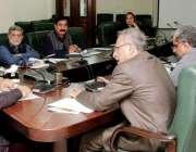 لاہور: صوبائی وزیر معدنیات حافظ عمار یاسر منسٹر بلاک کے کمیٹی روم میں ..
