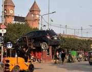 لاہور: ریلوے اسٹیشن کے قریب نو پارکنگ ایریا میں کھڑی گاڑی کو ایک پرائیویٹ ..