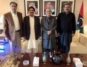 لاہور: صابق صدر مملکت آصف علی زرداری کے ساتھ پیپلز پارٹی پنجاب کے صدر ..