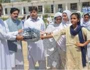 پشاور: ڈائریکٹر سپورٹس محمد نواز قبائلی اضلاع سپورٹس فیسٹیول میں خواتین ..