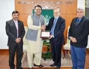 اسلام آباد:فواد حسین کو ایگزیکٹو ڈائریکٹر ، کومسٹس ، ڈاکٹر ایس ایم ..