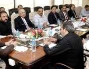 لاہور: وزیر اعلیٰ پنجاب سردار عثمان بزدار سے وزیر اعلیٰ آفس میں فلور ..
