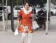 لاہور : خاتون رکن اسمبلی پنجاب اسمبلی کے اجلاس شرکت کیلئے آرہی ہیں۔