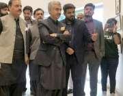 لاہور : صوبائی وزیراطلاعات و ثقافت میاں اسلم اقبال اور ایگزیکٹو ڈائریکٹر ..