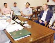 لاہور: صوبائی وزیر آبپاشی محسن خان لغاری سے آسٹریلین یونیورسٹی کے پروفیسر ..