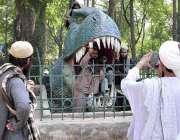 اسلام آباد: جے یوآئی ایف کے آزادی مارچ کے کارکن اپنا وقت گزارنے کے لئے ..