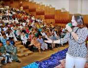 ملتان: عید یوتھ فیسٹیول کے موقع پر فنکارہ اپنے فن کا مظاہرہ کر رہی ہیں۔