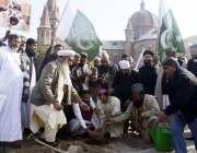 لاہور: مختلف مذاہب کے سکالرزکے زیرہ اہتمام کیتھولک چرچ میں پودا لگایا ..