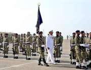 کراچی: نومنتخب کمانڈر کوسٹ رئیر ایڈمرل فیصل رسول لودھی (بائیں) نے نائب ..