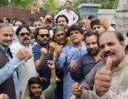 لاہور: پنجاب اسمبلی میں قائد حزب اختلاف حمزہ شہباز سے اظہار یکجہتی ..