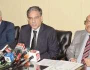 لاہور: وفاقی محتسب سید طاہر شہباز پریس کانفرنس کر رہے ہیں۔