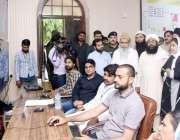 لاہور: ڈپٹی کمشنرلاہورصالحہ سعید اور امن کمیٹی کے اراکین ڈی سی آفس ..