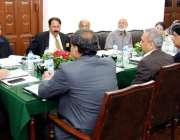 لاہور: چیف سیکرٹری پنجاب یوسف نسیم کھوکھر لائبریری کے بورڈ آف جگورنرز ..