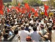 لاہور: واپڈا ہائیڈرو الیکٹرک یونین کے زیر اہتمام پٹرولیم مصنوعات کی ..