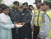 بنوں: سرکل آفیسر ملک شیر اکبر خان ٹریفک وارڈن پولیس وزیر سب ڈویژن میں ..