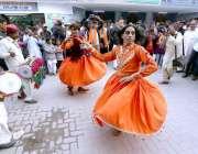 حیدرآباد: سندھ میوزیم میں تیسرا سندھ صوفی میلہ (میلہ) کے دوران روایتی ..