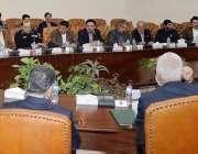 پشاور: گورنر خیبر پختونخوا شاہ فرمان ایک اجلاس کی صدارت کر رہے ہیں۔