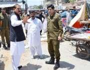اٹک: ڈپٹی کمشنر عشرت اللہ خان نیازی سستا رمضان بازار کا دورہ کر رہے ..