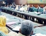 لاہور : صوبائی وزیر صحت ڈاکٹر یاسمین راشد، چیف سیکرٹری پنجاب یوسف نسیم ..