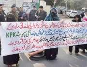 لاہور: لکھو ڈیر کی رہائشی خواتین مقامی پولیس کی جانب سے انصاف نہ ملنے ..