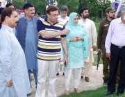 قصور: ڈپٹی کمشنر محمد اظہر حیات اے ڈی سی آر چوہدری محمد ارشد اور اے سی ..