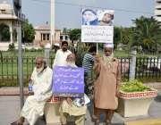 لاہور : بزرگ شہری سرکاری ہسپتالوں میں کینسر کی ادویات کی بندش کے خلاف ..
