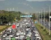 اسلام آباد: فیض آباد انٹر چینج کے قریب ایکسپریس وے پر بڑے پیمانے پر ..