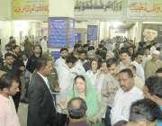 لاہور: وزیر صحت پنجاب ڈاکٹر یاسمین راشد داتا دربار کے باہر خودکش دھماکے ..