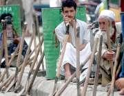 راولپنڈی: مزدور اڈے میں دیہاڑی کے منتظر ہیں۔