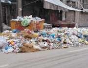 لاہور : ڈبلیو ایم سی کے ملامین کی ہڑتال کیوجہ سے کاپر سٹور کے علاقہ میں ..