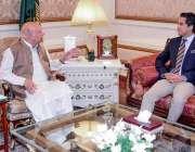 لاہور: گورنر پنجاب چوہدری محمد سرور سے وزیر خزانہ پنجاب ہاشم جواں بخت ..