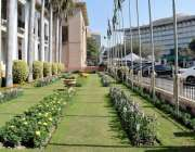 لاہور: پنجاب اسمبلی کے احاطے میں لگے پھول خوبصورت منطر پیش کر رہے ہیں۔