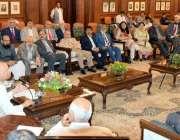 لاہور: گورنر پنجاب چوہدری محمد سرور گورنر ہاؤس میں صوبے بھر سے یونیورسٹیز ..