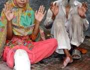 حیدرآباد: پھلیلی کی رہائشی خاتون عثرت اپنےو الد کے ہمراہ شوہر کے تشدد ..