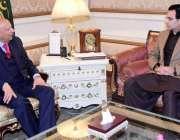 لاہور: گورنر پنجاب چوہدری محمد سرور سے (ق) لیگ کے رکن قومی اسمبلی مونس ..