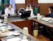 لاہور: ایڈیشنل کمشنر طارق قریشی ٹرک اڈا اور مارکیٹ کی منتقلی کے حوالے ..