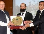 لاہور: گورنر پنجاب چوہدری محمد سرور جوڈیشل اکیڈمی لاہور میں منعقدہ ..