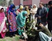مظفر آباد: آزاد کشمیر کے وزیر صنعت وترقی نسواں محترمہ نورین عارف ویمن ..